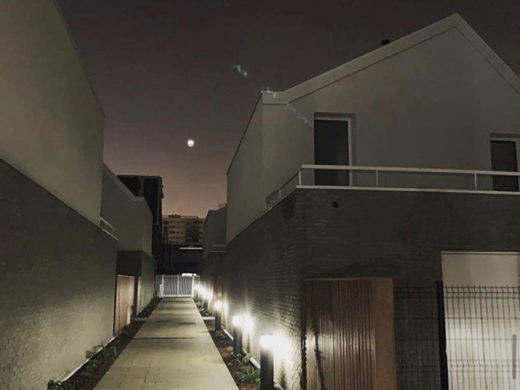 Aubervilliers cour nuit